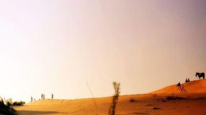 """敏查干沙漠""""自奈曼旗东部伸入到库伦旗,曲折蛇行入库伦旗境内,号称""""八"""