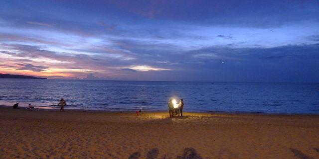 金巴兰海滩烧烤