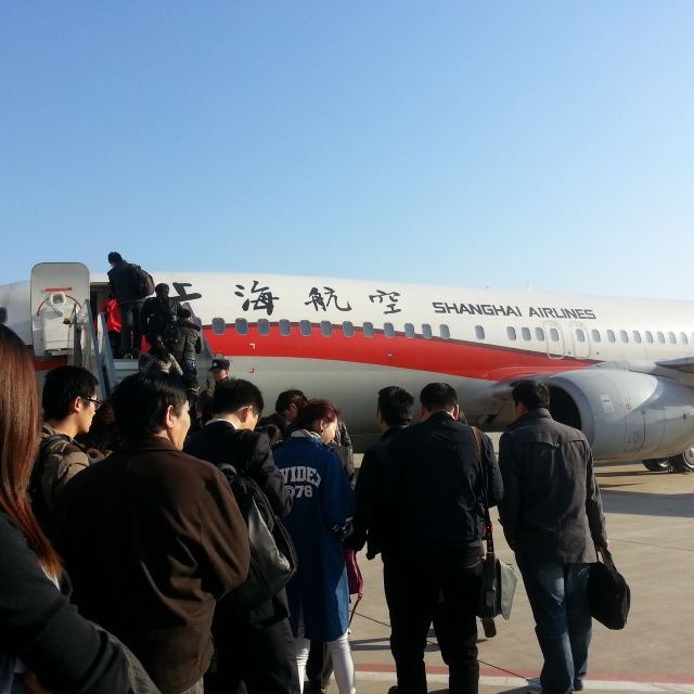 这是一场说走就走的旅行,不需要想太多,只需要一台相机、一个靠谱的小伙伴和一个确切的目的地。 以前,一直在南方活动,特别向往北方,喜欢北方人浓重的儿化音,所以我毫不犹豫的从珠海、厦门、香港、澳门、京城这几个目的地中选了天津+北京! 此次行程,一共四天,采取1(津)+3(京)的形式。 【总体花费】约2200人民币 【交通】约1100(含飞机往返、天津机场大巴、城际高铁、北京机场快轨 and地铁公交) 【住宿】约500(一晚天津两晚北京) 【门票】故宫 40 颐和园 20 天坛30 恭王府40 【吃喝及购物】约