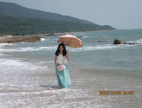 小清新情侣头像两人在大海边相互依靠