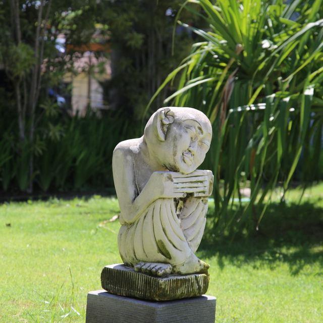 巴厘岛人人都是艺术家,小品雕塑随处可见,这里节奏较慢,看雕像有感觉