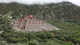 格萨尔古堡