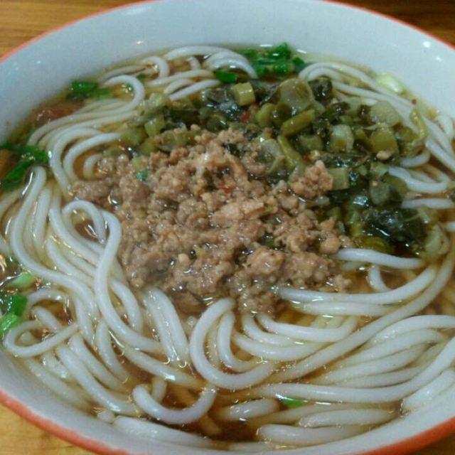 粉�_昨晚在凤凰城吃的草帽面一一这是酸菜肉沫粉