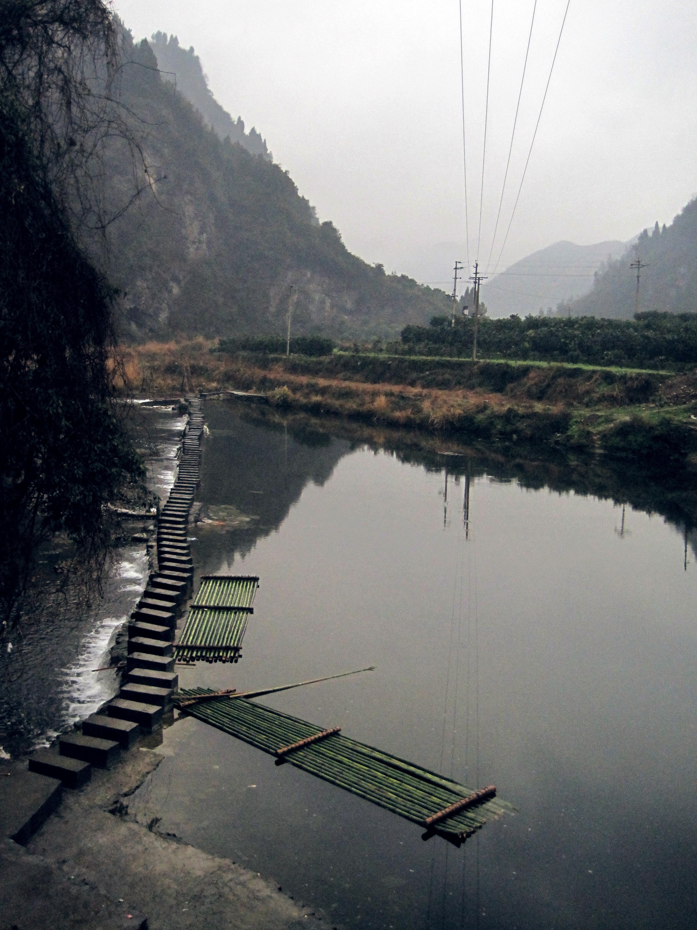 距凤凰古城24公里,离贵州铜仁飞机场仅7公里