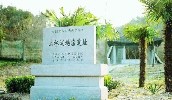 鸣鹤风景区标志