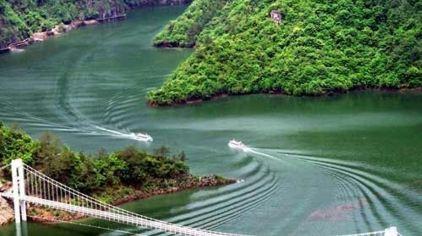 浙东大峡谷景分为八大景区:大松溪峡谷,双峰国家森林公园,飞龙湖,梦里