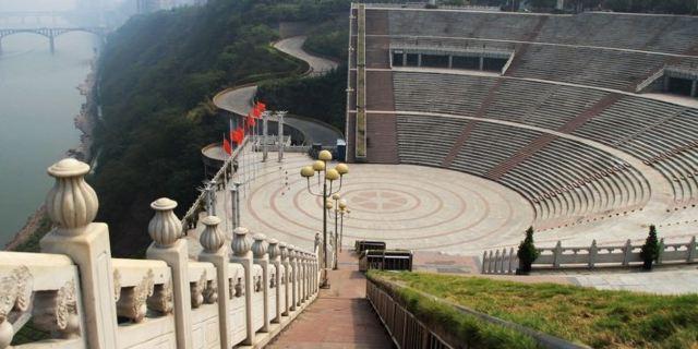 主要由百子图休闲城,历史文化长廊,绿化休闲平台,露天观光席,下沉式图片