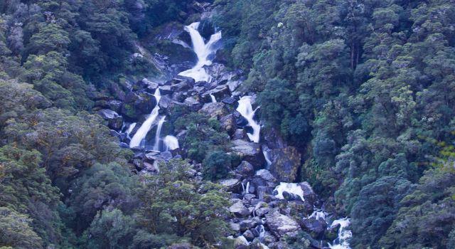 西兰南岛小镇霍基蒂卡 果然瀑布的形状就像扇子一样 2013年3月新
