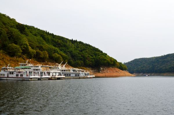 最推荐的旅游景点:白山湖游船,森林氧吧(《静静的白桦林》的拍摄地).