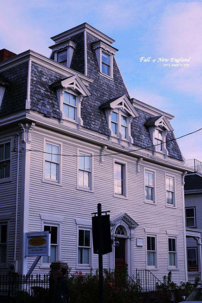 这些木房子连外墙都是一片片的木片贴起来的,看那颜色就知道经历过无