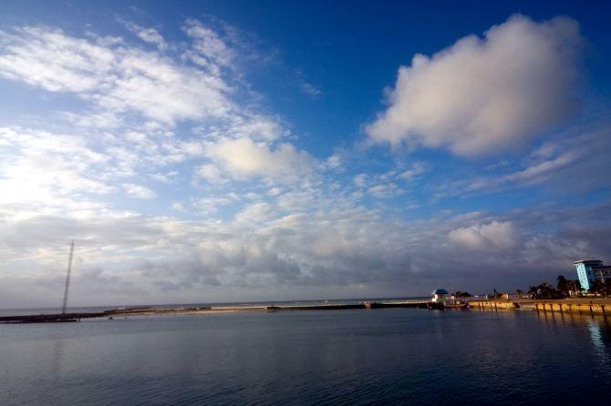 船)经过13个多小时的航程,于26日早上8时30分停靠西沙群岛最大岛屿