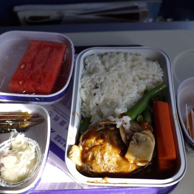 东航的飞机餐,给大家做个参考.