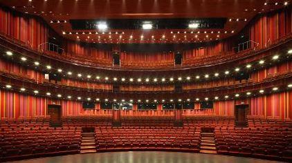 国家大剧院结构由三个功能区