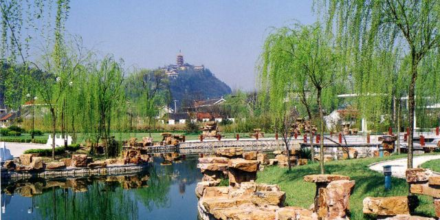 同时,在文峰公园内还设有南通地区规模最大的动物园,华南虎,非洲狮