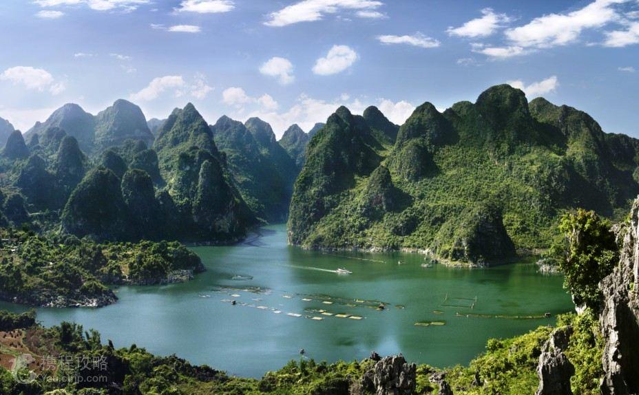 万峰湖湖周万峰环绕,故得名,蓄水102亿立方米,水面达816平方公里湖内