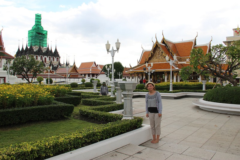 继续睡······凌晨四点半到达曼谷,这一天是我们在泰国旅游的