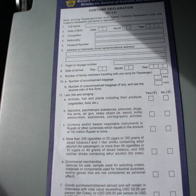 07 day2 吉隆坡飞巴厘岛  这两份是巴厘岛的出入境卡和海关申报单 在