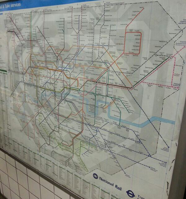 """地铁 伦敦地铁被称为""""管道"""".这是为什么呢?图中自有答案.图片"""