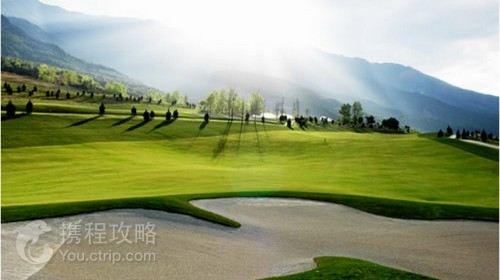 大理苍海高尔夫球场由享有国际盛誉的球场设计大师全程参与规划设计.