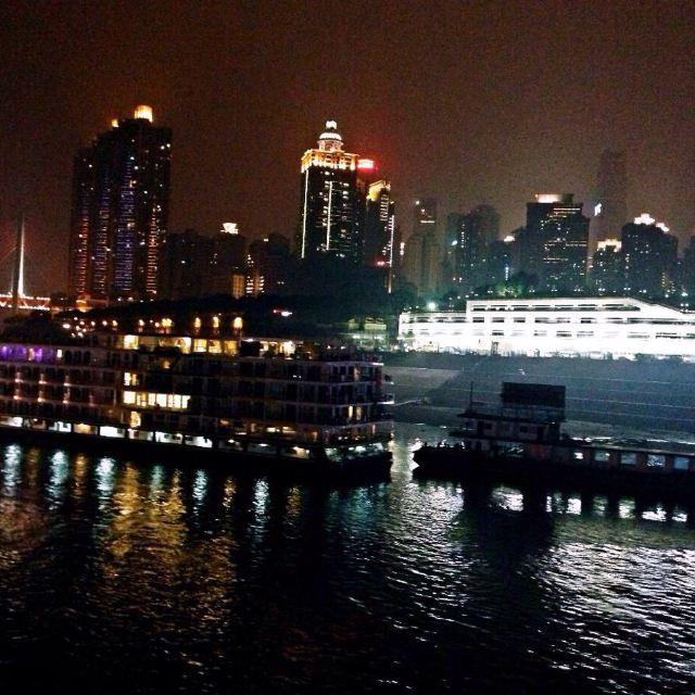 美哉嘉陵_在长江和嘉陵江的交汇处,整个城依山而建.