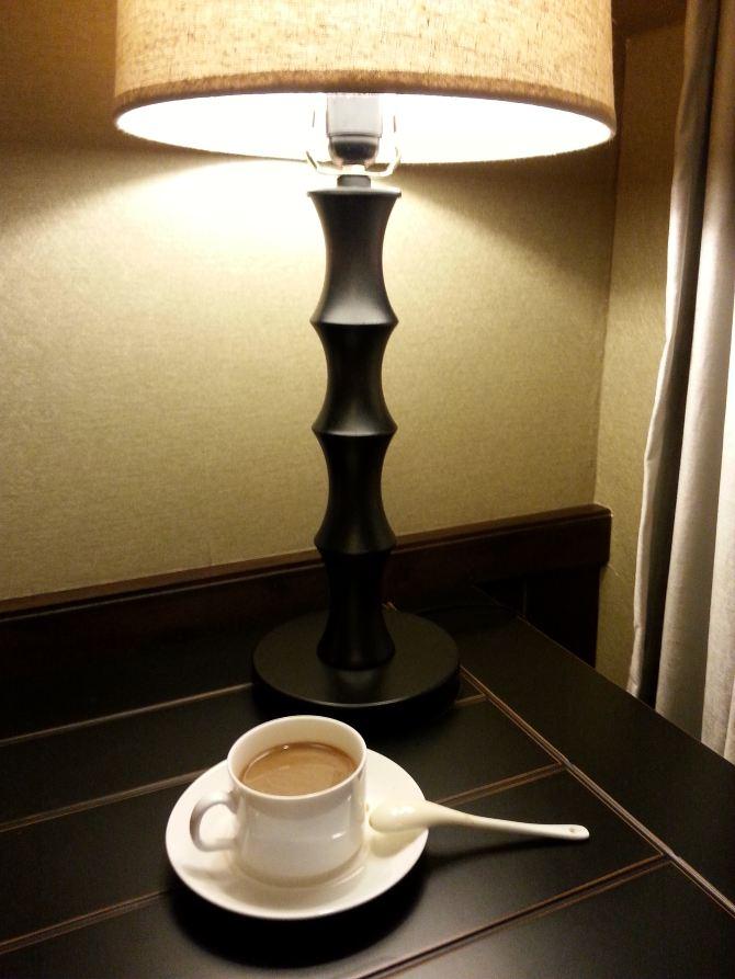 别墅各处都充满着设计师的心血 我很喜欢房间里面的这盏灯,很有文艺
