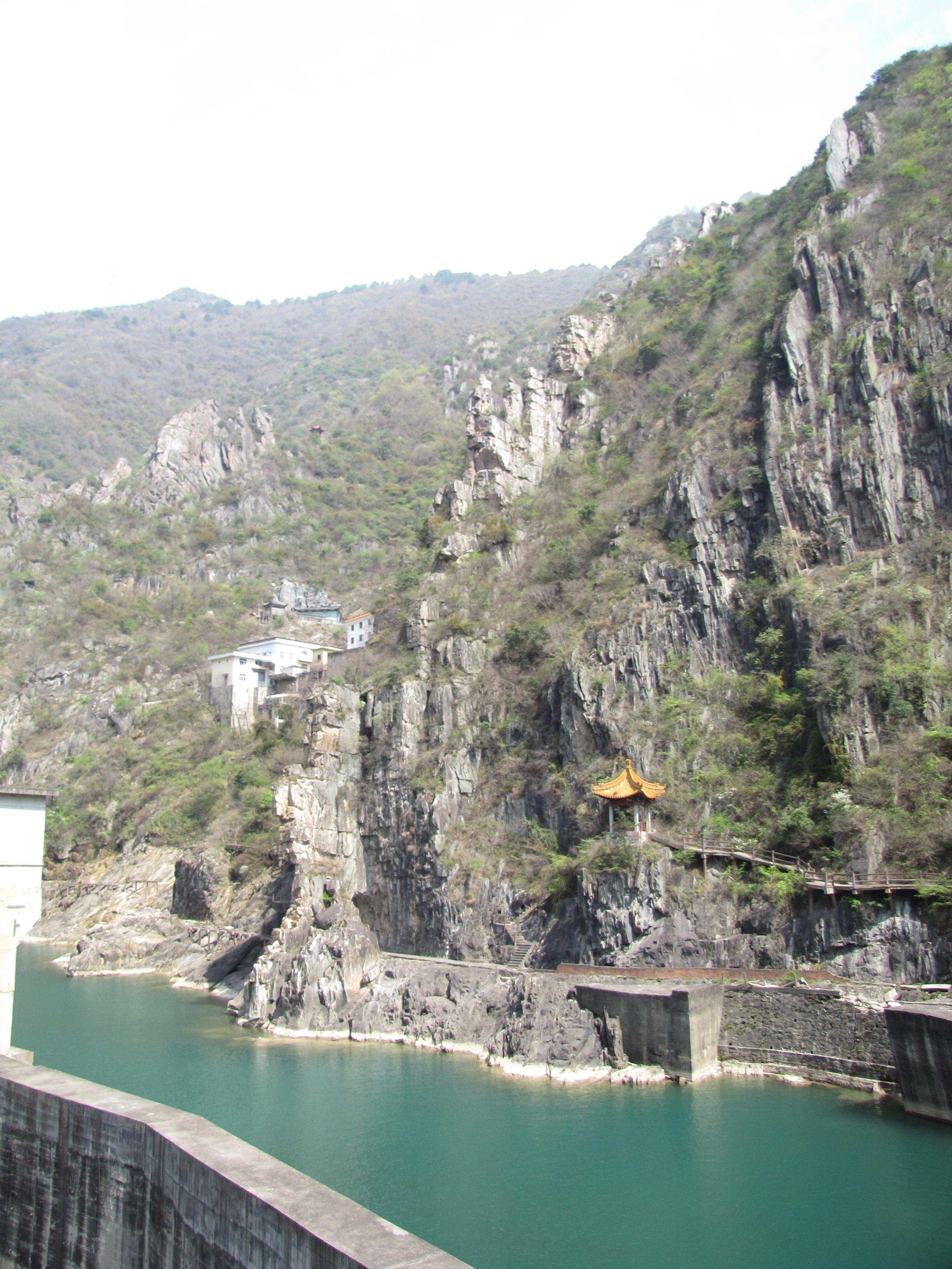 海滨栈道俯视汉中风景-海滨栈道俯视高清图片