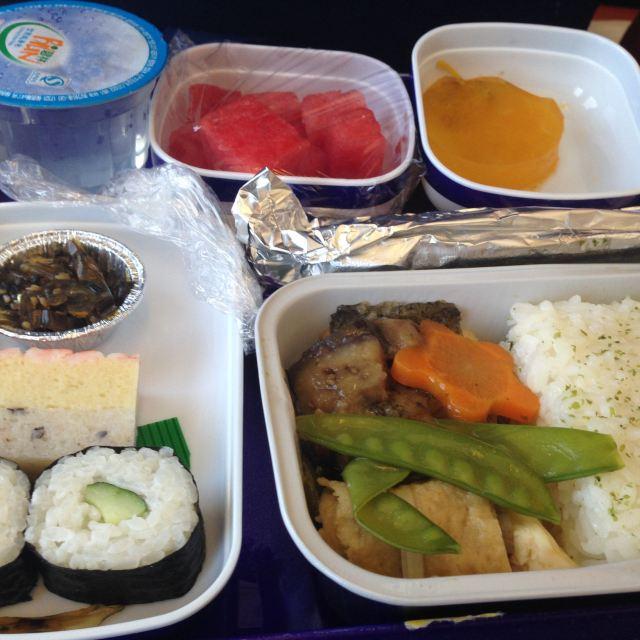 东航的飞机餐,还是不错的.本人要求不高.