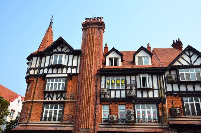欧式建筑和广场街道的