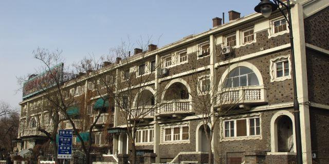 疙瘩楼设计者为意大利建筑设计家保罗·鲍乃弟.