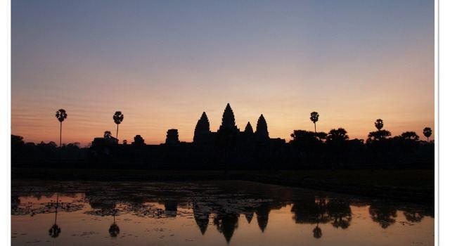 晚上12点,上航的飞机把我们带回了上海,结束了8天的柬埔寨之旅.