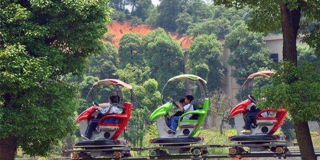 长沙动物园,现园区面积1500亩,由中日著名设计师参照世界知名动物园