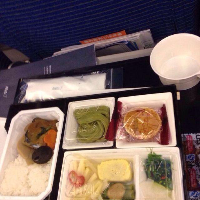 一直说全日空的飞机餐好吃~试了一下的确比之前吃过的所有飞机餐要