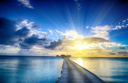 海滩栈桥背影头像