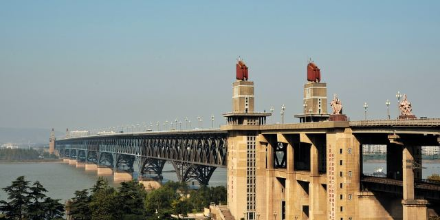 南京市有关部门将南京长江大桥定为金陵新四