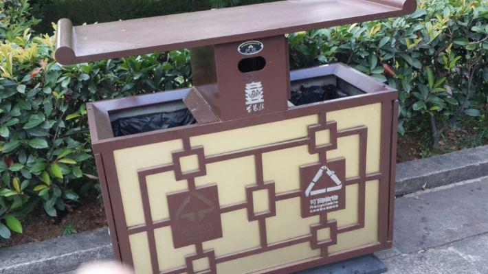 黄鹤楼的垃圾桶也很有古代