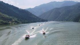三峡快艇飞舟