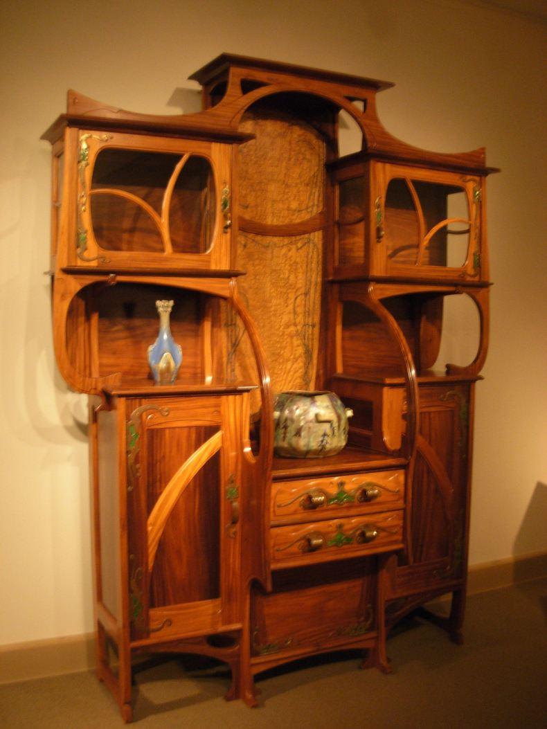 圆弧装饰的柜子,看样子古代也讲究创新