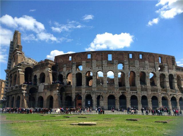 古希腊式,巴洛克式,哥特式建筑星罗棋布,全城就像是一个巨大的露天图片