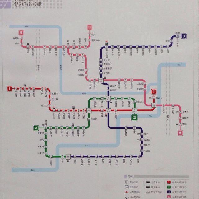坐着地铁游重庆图片