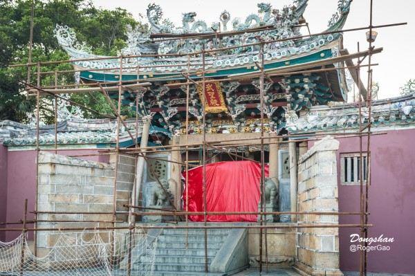 关帝庙位于东山铜陵镇最东面,风动石景区内,频临沧海,依山而筑,气势