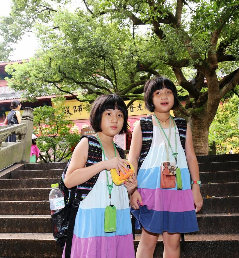 旅行摄影大展#小美女双胞胎自驾游杭州烂苹果乐园住第一世界大酒店