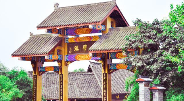 为感谢东海龙王适时下雨,客家人每年夏季皆以舞水龙庆祝丰年,相沿成习