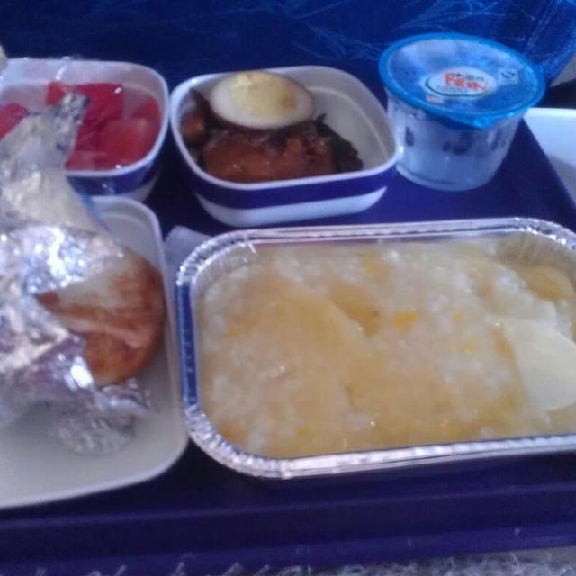 东航的飞机餐,唉.