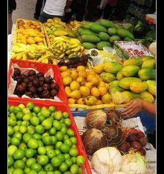 小小的很可爱也很好吃. 木瓜 海南岛木瓜很便宜.1块钱1个.