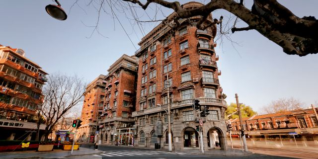 大楼总体为钢筋混凝土结构,楼高八层,总高30余米,外观为法国文艺复兴