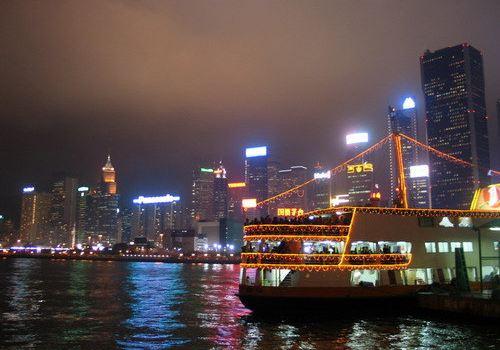 第一天  早上九点的飞机到香港,我们不到8点就到了机场.