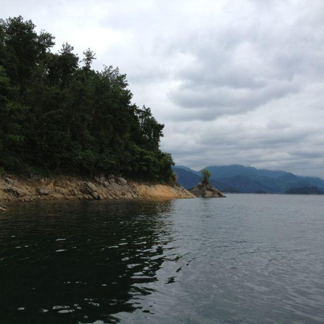 东南湖区游了2个岛,黄山尖和天池岛,蜜云岛维护不开,所以没去