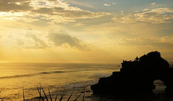 我想要看椰林的破晓,看海边的日落,看夜空中的繁星,看夕阳下的孤舟,看