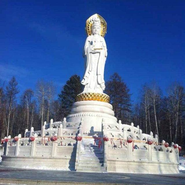冰雕和雪雕也是我们这里冬季唯一很有特设的人文景观.