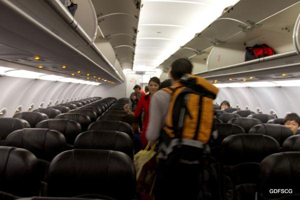 亚航的飞机 空客320,每排6个座位